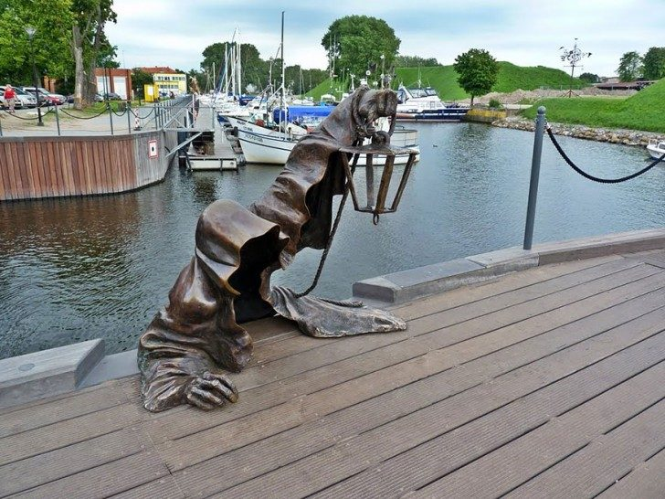most-creative-sculptures-and-statues-you-can-find-around-the-world-27853