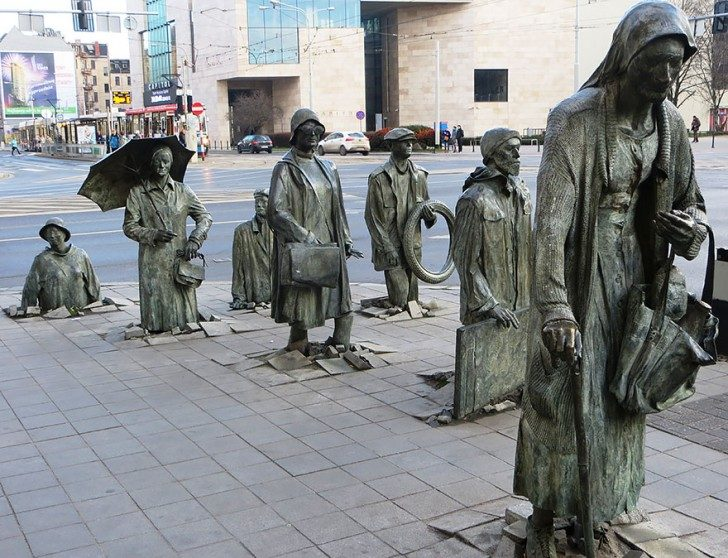 most-creative-sculptures-and-statues-you-can-find-around-the-world-49626