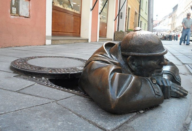most-creative-sculptures-and-statues-you-can-find-around-the-world-71890 (1)