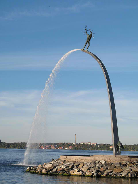 most-creative-sculptures-and-statues-you-can-find-around-the-world-81157 (1)