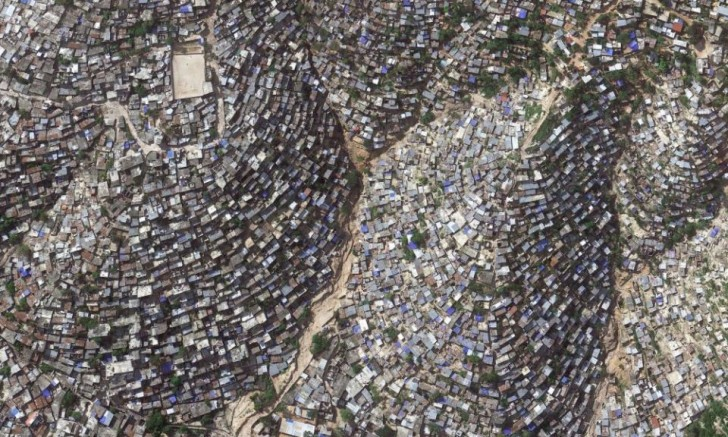 powerful-photos-of-overpopulation-and-overconsumption-21271-960x576