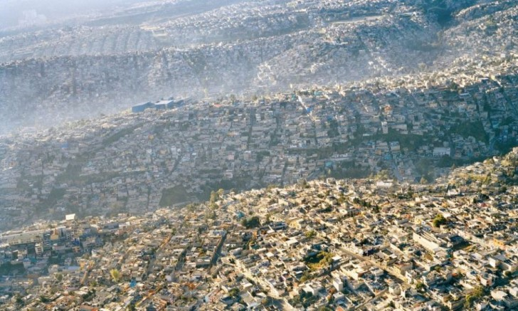 powerful-photos-of-overpopulation-and-overconsumption-77753-960x576