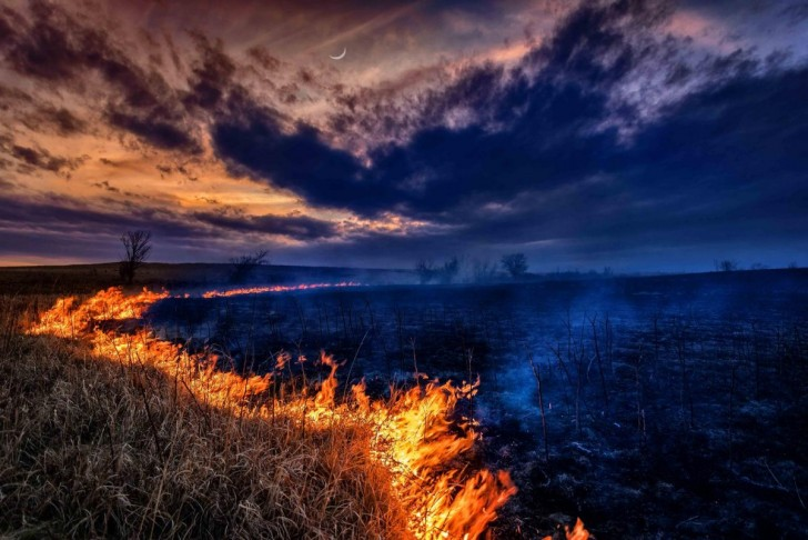 this-shot-of-a-controlled-burn-in-shawnee-county-kansas-was-one-of-the-most-amazing-photos-we-spotted-in-the-nature-conservancys-photo-contest