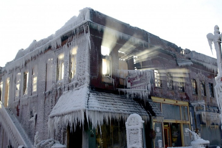 when-nebraska-firefighters-put-out-a-blaze-on-jan-3-the-water-they-sprayed-froze-against-this-building