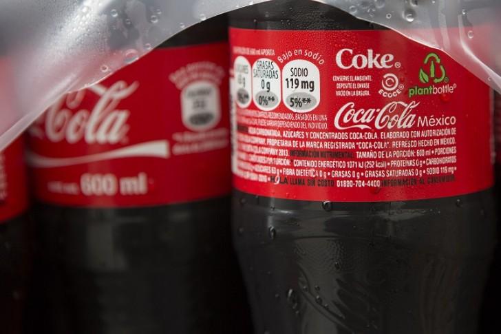 10 zaskakujących (i szkodliwych) składników Coca–Coli