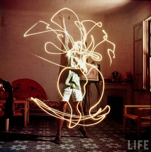 Picasso+painting+in+light-05