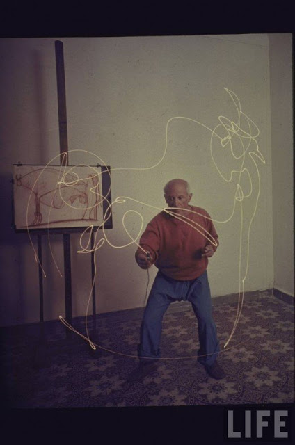 Picasso+painting+in+light-07