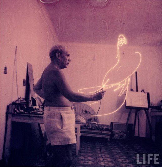 Picasso+painting+in+light-08