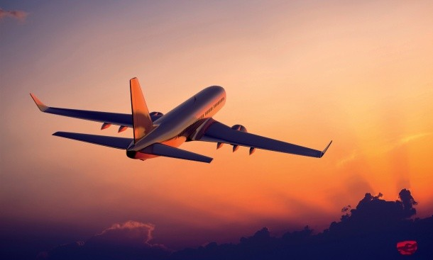 The-plane-flying-at-sunset-airliner-photography_1920x1080-610x367