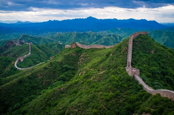 The_Great_Wall_of_China_at_Jinshanling-610x405