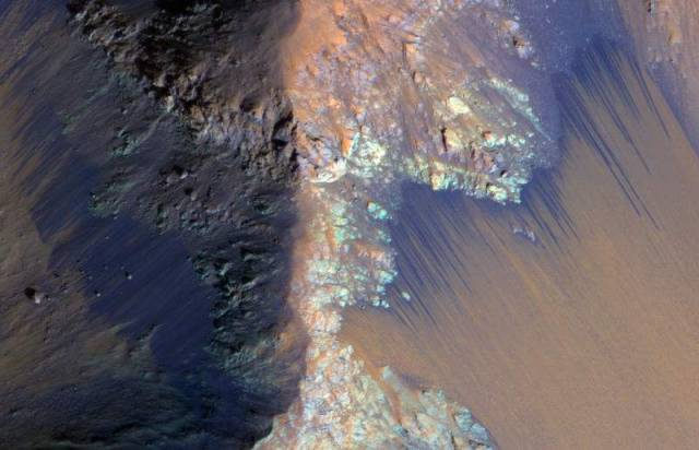 This-is-how-we-finally-found-Water-on-Mars-7-640x412