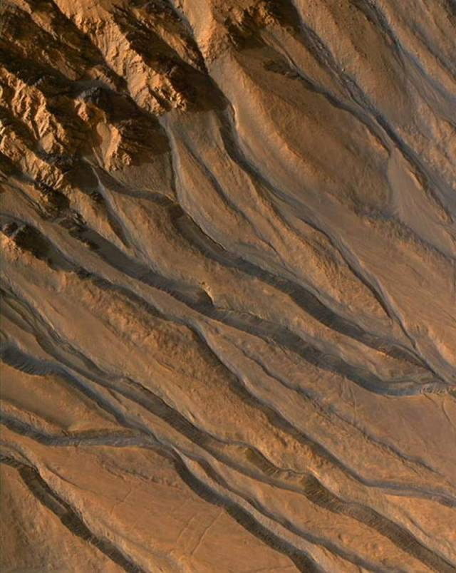 This-is-how-we-finally-found-Water-on-Mars-8-640x804
