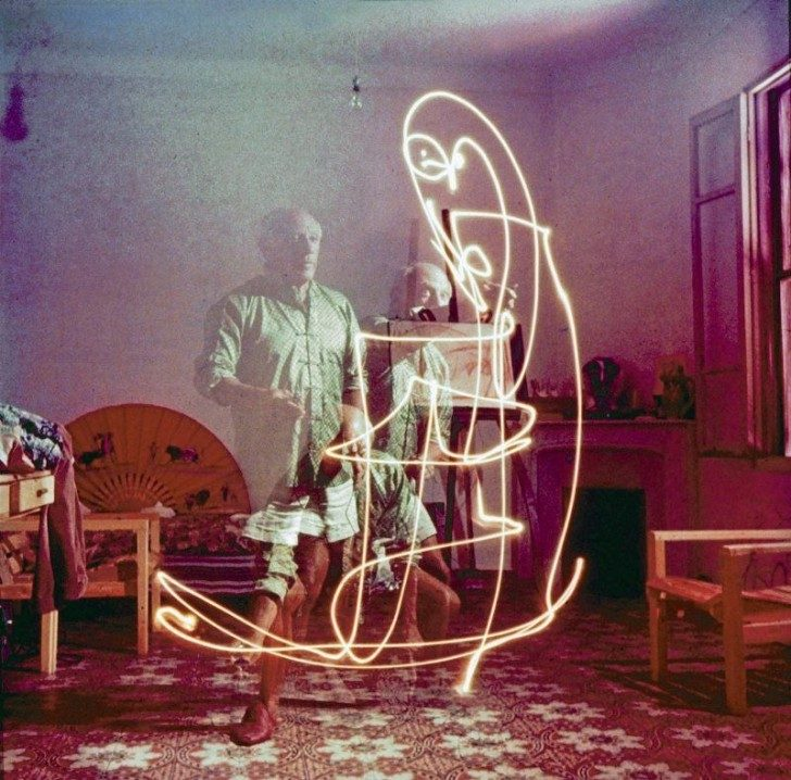 pablo-picasso-long-exposure-light-painting