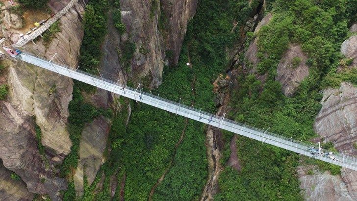 worlds-longest-glass-bridge-shiniuzhai-geopark-china-3