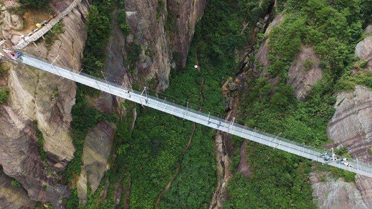worlds-longest-glass-bridge-shiniuzhai-geopark-china-3