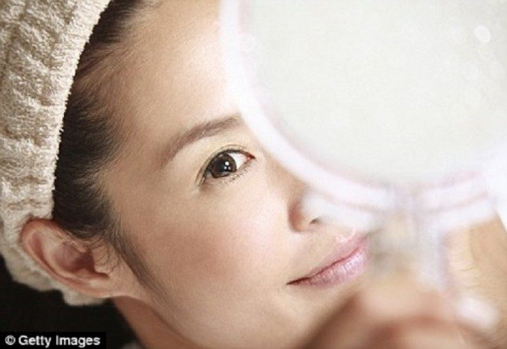 check-makeup-on-daylight