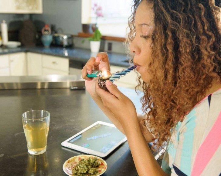 new-stock-photos-take-a-mature-approach-to-marijuana-smokers-18112-960x768