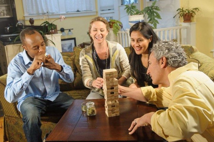 new-stock-photos-take-a-mature-approach-to-marijuana-smokers-75382-960x638