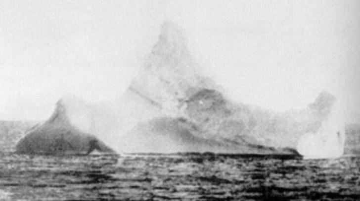 Zdjęcie góry lodowej, w którą uderzył Titanic sprzedane za 44 tysiące dolarów!