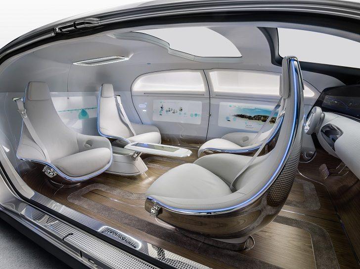 Koncepcyjny samoprowadzący model Mercedesa. Źródło: mirror.co.uk