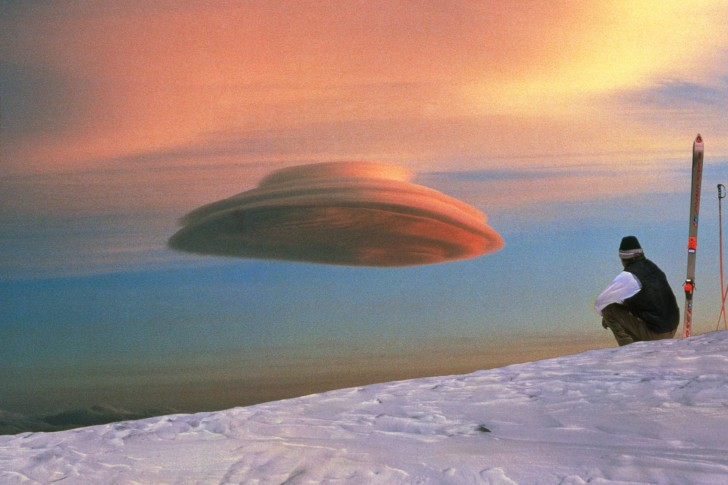 Czy to UFO? Spokojnie, to tylko chmury