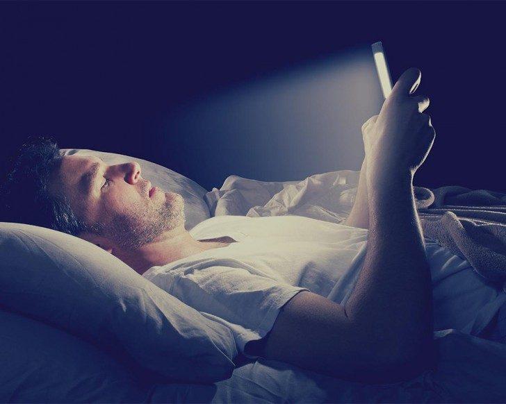 swiatlo-smartphone