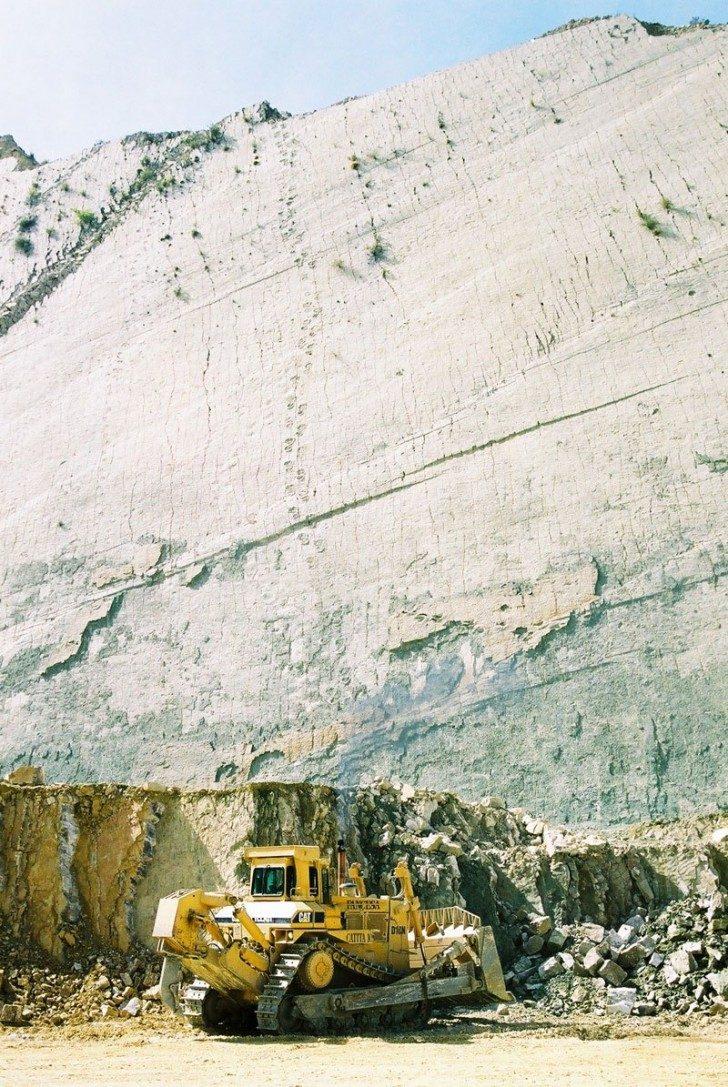 cal-orko-wall-of-dinosaur-footprints-sucre-bolivia-1