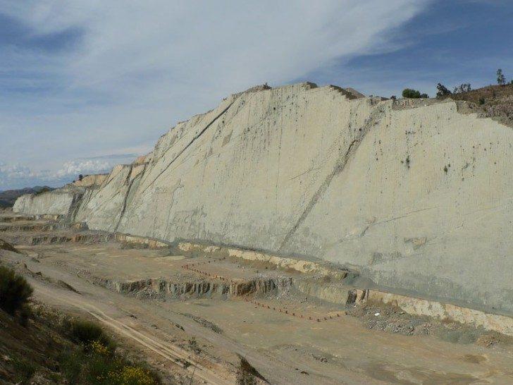 cal-orko-wall-of-dinosaur-footprints-sucre-bolivia-3