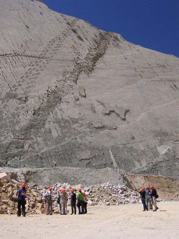 cal-orko-wall-of-dinosaur-footprints-sucre-bolivia-6