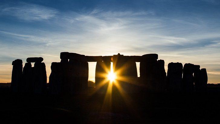 stonehenge-equinox
