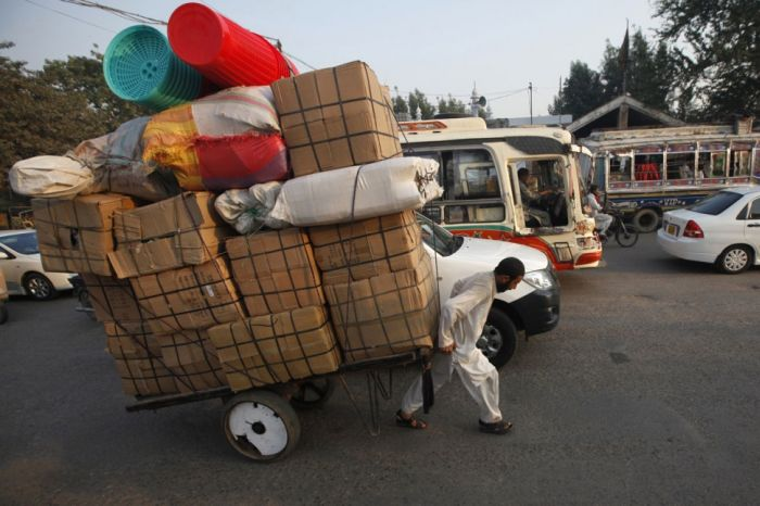 yes-you-can-this-is-how-the-worlds-most-overloaded-transport-looks-like-29755
