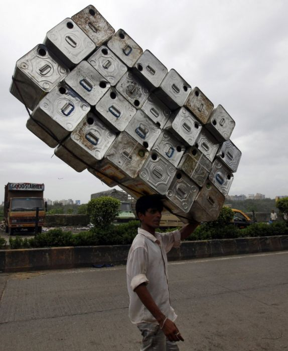 yes-you-can-this-is-how-the-worlds-most-overloaded-transport-looks-like-68712