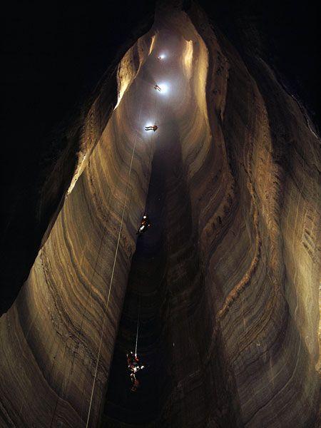 ellisons-cave_10469_990x742