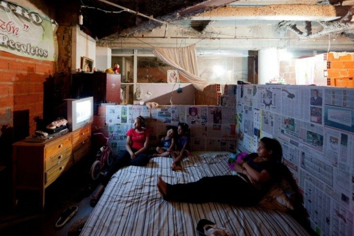 the-worlds-tallest-slum-abandoned-office-tower-in-caracas-30435-954x636