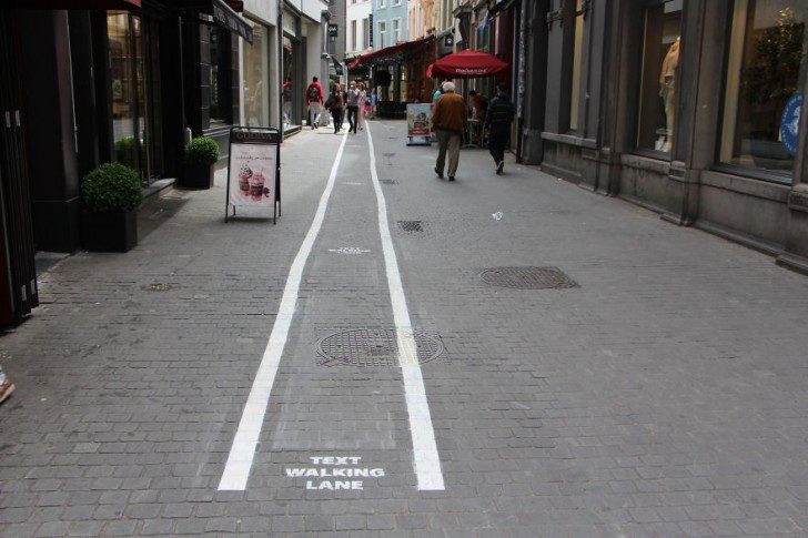 belgium-has-it-is-own-text-walking-lanes-for-phone-addicts-33360