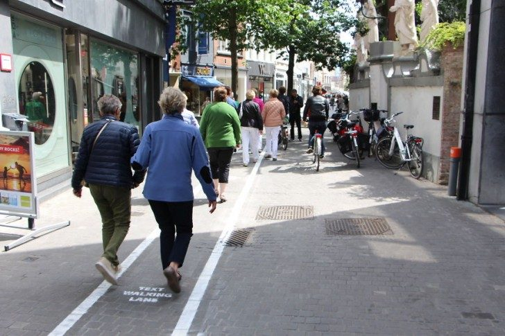 belgium-has-it-is-own-text-walking-lanes-for-phone-addicts-66051