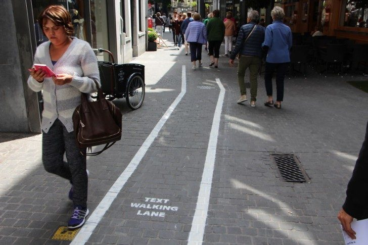 belgium-has-it-is-own-text-walking-lanes-for-phone-addicts-93259