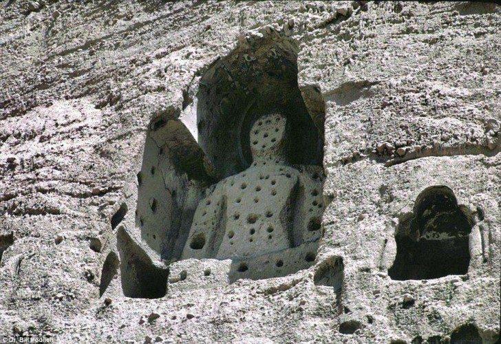 Posąg Buddy w Bamiyan Valley znajdujący się na Światowej Liście Dziedzictwa UNESCO. Ten i inne posągi zostały zniszczone przez Talibów.
