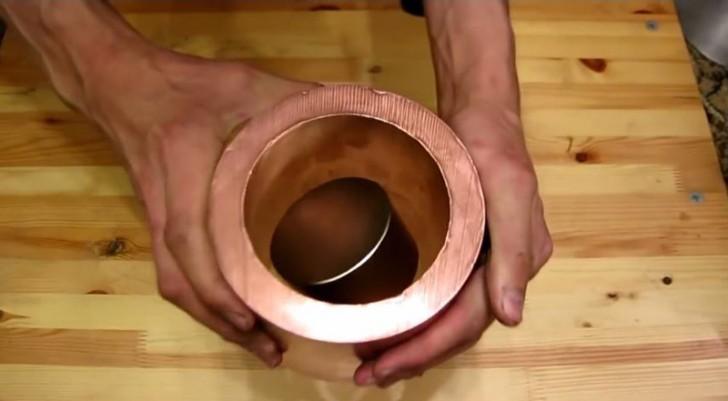 W jaki sposób rura miedziana oddziałuje z magnesem?