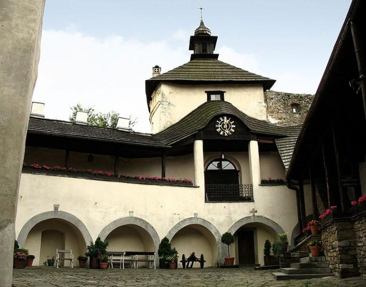765px-Niedzica_-_Zamek_Dunajec_-_dziedziniec