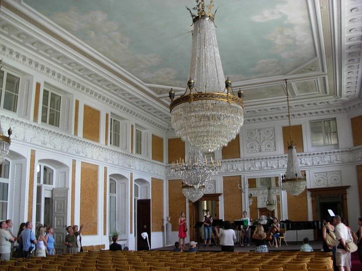 800px-Łańcut_Palace_-_inside_05