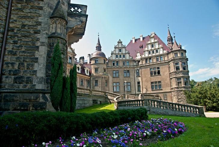 800px-Zamek_Moszna_-_tyły_zamku