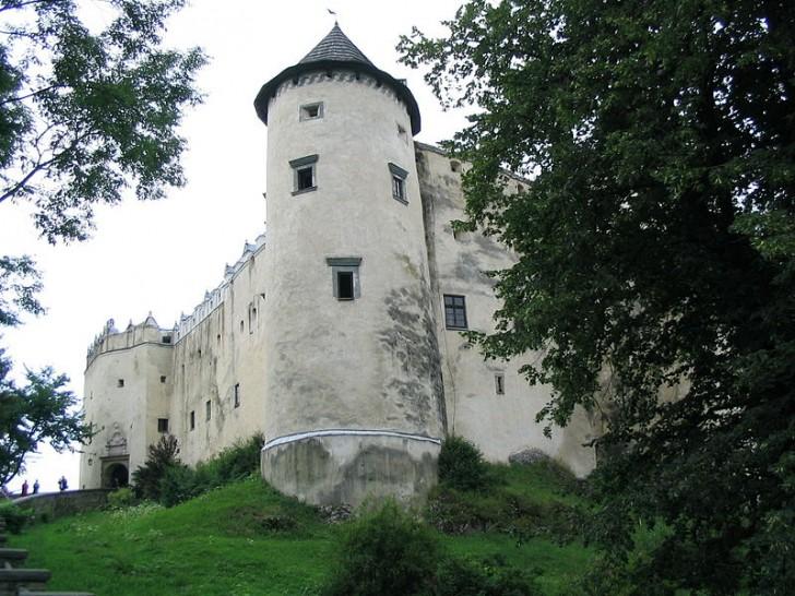 800px-Zamek_w_Niedzicy-baszta