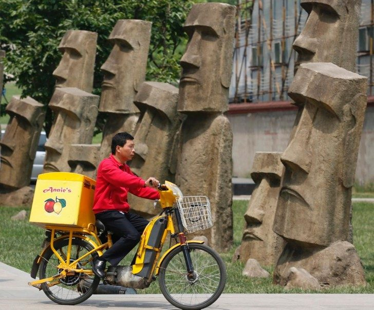 chinese-replicas-world-landmarks-moai