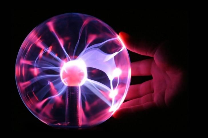 Lampa plazmowa. Źródło: Diliff/wikipedia (CC by 2.5)
