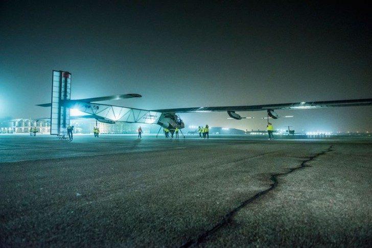 solar-impulse-plane-circumnavigates-globe-without-single-drop-of-fuel-1