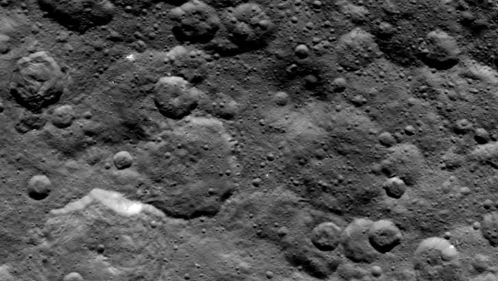 Kratery na północnej półkuli planety.