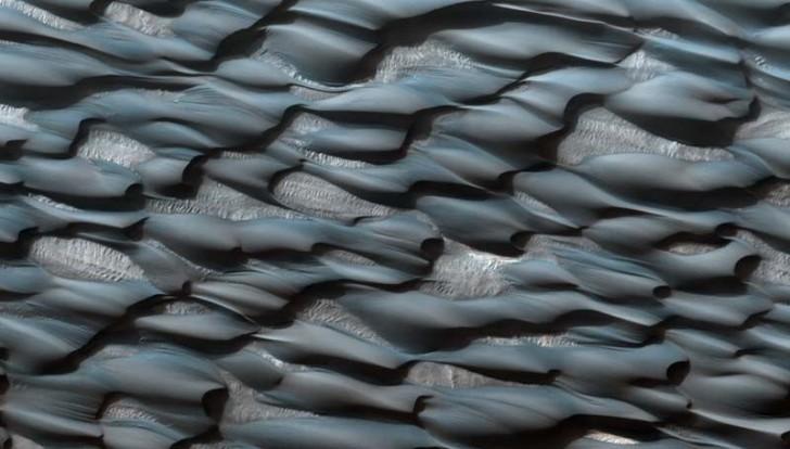 mars-landscape-abalos-dunes-horiz