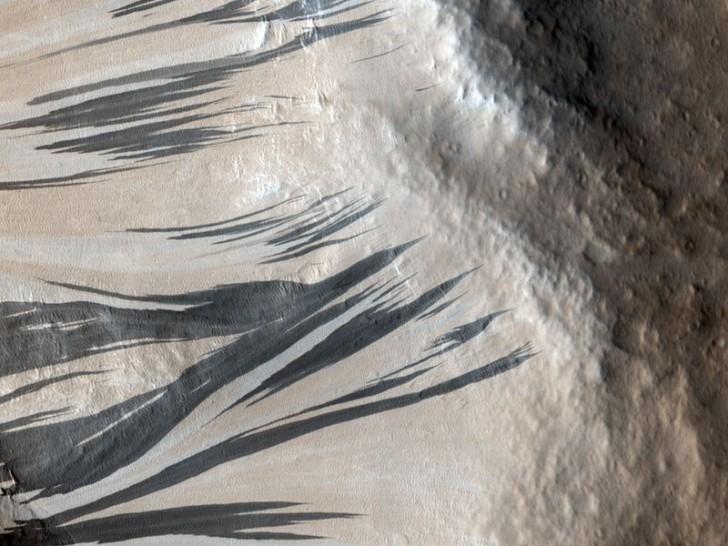 mars-landscape-acheron-fossae