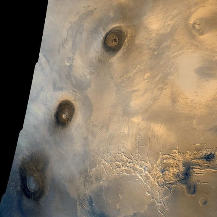 mars-landscape-tharsis-montes